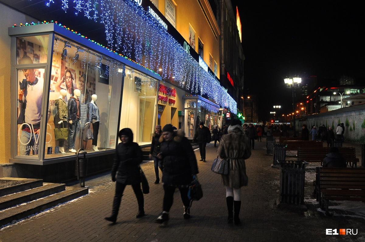 В последний день года магазины закроются на несколько часов раньше