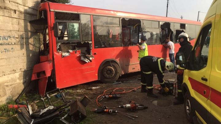 После аварии с автобусом в Перми в больницы доставили 32 человека
