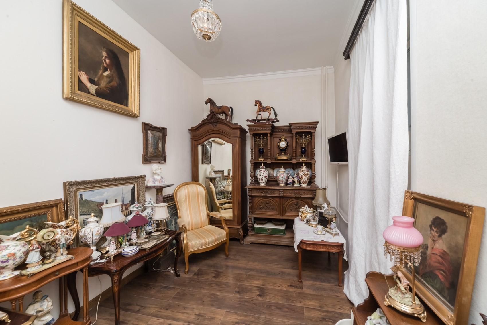 В ремонте квартиры сохранили антураж XVIII–XIX веков