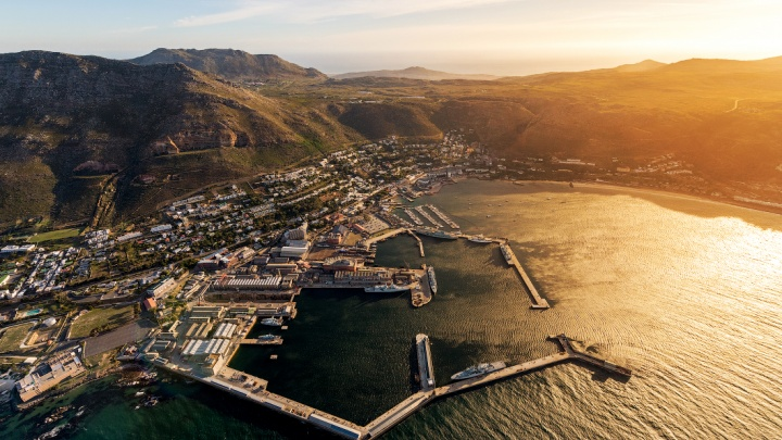 Слава Степанов сфотографировал с высоты мегаполис на краю Африки