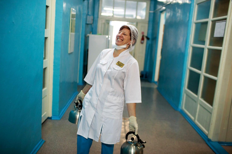 Санитарка инфекционного отделения Ордынской ЦРБ Надежда Паньшина, которую Кламм называет просто — санитарка Надя