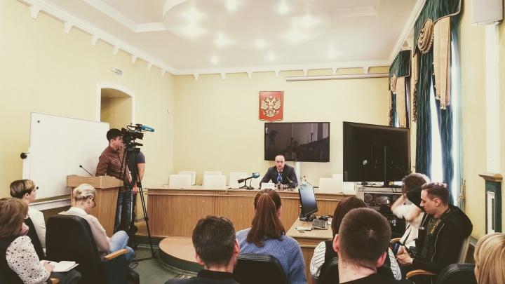Минздрав решил не увольнять врача в Омской области, назвавшего ребёнка «дебилом»