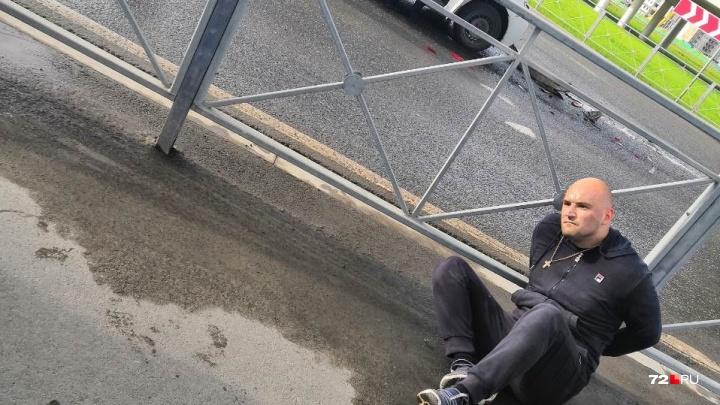 Задержание буйного водителя «Яндекс.Такси» и ДТП с автопатрулем под Тюменью: дорожные видео недели