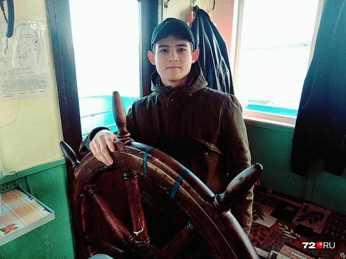 После производственной практики Рамиля Шамсутдинова звали работать на судне, но парень уже ушел служить в армию