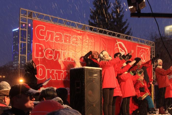 Во время празднования годовщины Октябрьской революции в прошлом году