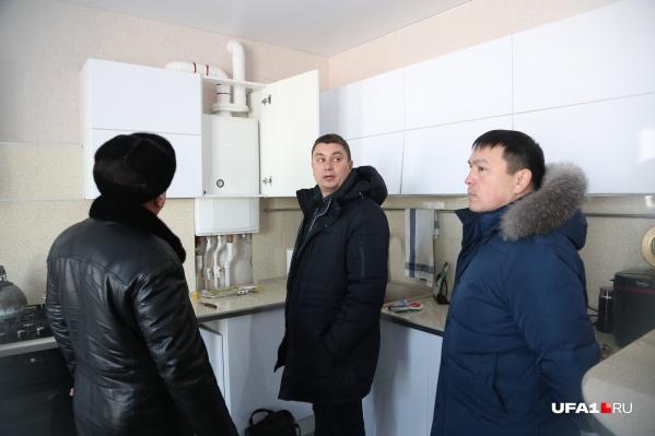 Комиссия осмотрела газовый котел в квартире, куда вызывали