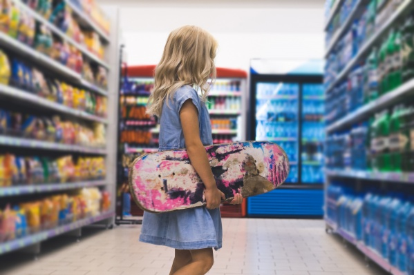 Увлечённые яркими витринами в супермаркетах дети часто теряются
