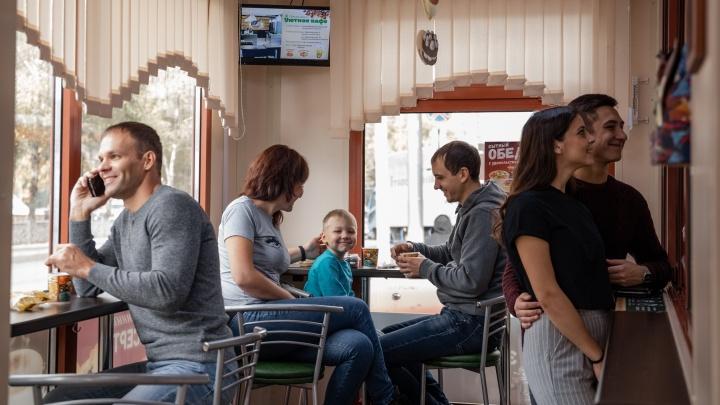 Доступно всем: сеть кофеен накормит гостей за 99 рублей