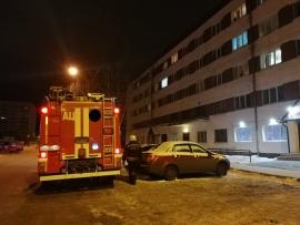 К зданию стеклись пожарные отряды