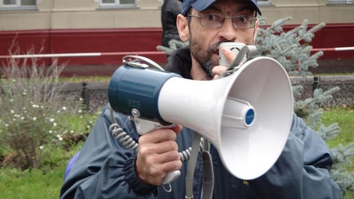 Омского журналиста, которого подозревают в пропаганде терроризма, сняли с авиарейса