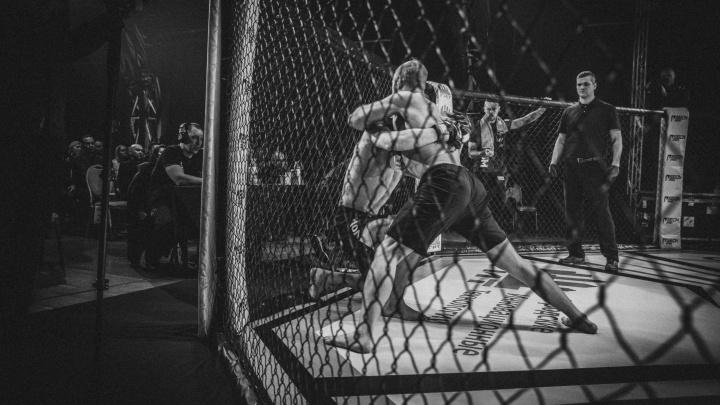 Челябинский миксфайтер Александр Бутенко сразился в главном бою международного турнира ММА