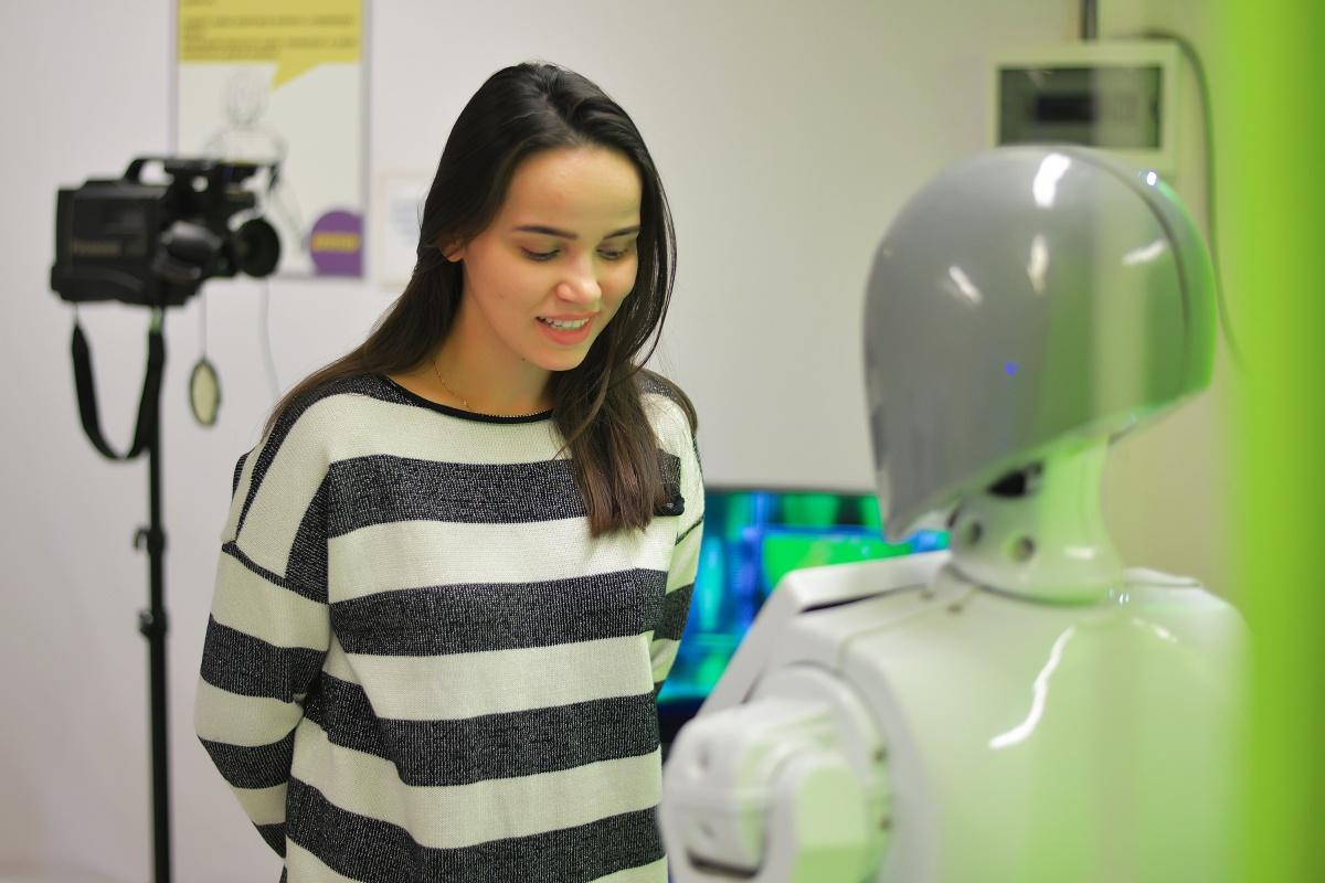 Семейный фестиваль роботов RoboStars — это полноценный гастрольный тур роботов с невероятными способностями: звезд футбола, танцев, стендапа