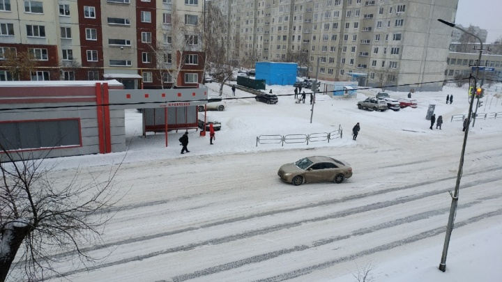 ГИБДД Зауралья выступила со спецобращением из-за снегопадов и гололеда