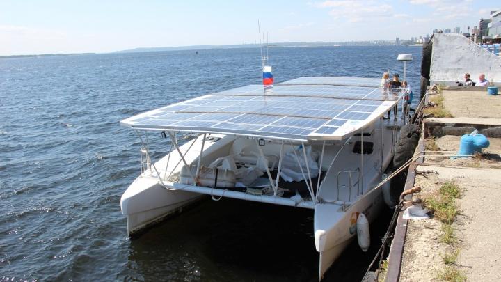 Уникальный катамаран на солнечных батареях доплыл до Волгограда