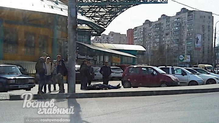 В Ростове на глазах у прохожих умер мужчина
