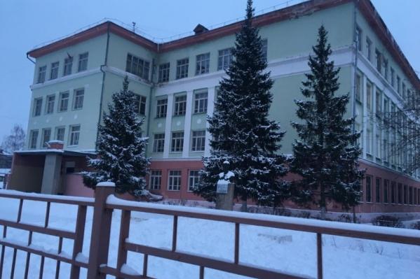 Со школы №10 в Дзержинске взыскали 70 тысяч рублей