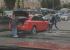 В центре Екатеринбурга Audi провалилась в яму на трамвайных путях, засыпанную щебнем