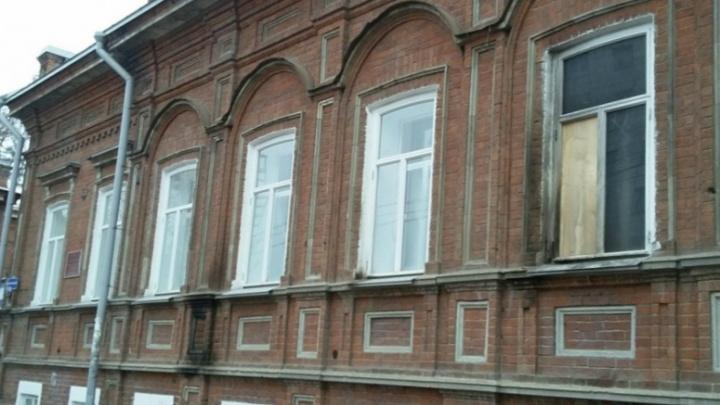 На суде о поджоге штаба «Единой России» и надписях на прокуратуре попросили назначить реальные сроки