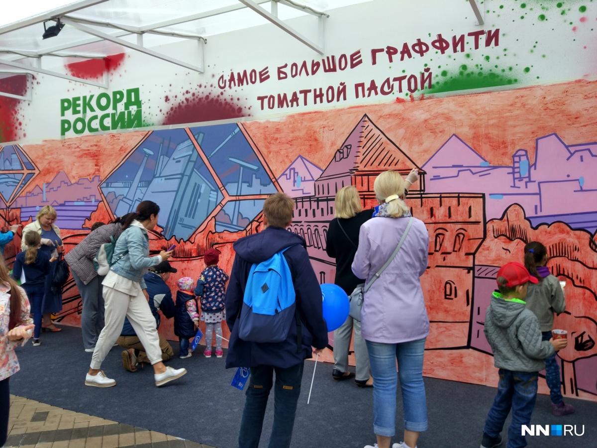 На холсте нижегородцев Кремль