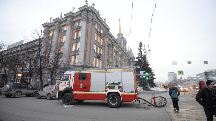 Волна эвакуаций прошла не только в Екатеринбурге, но и в Москве с Питером: онлайн