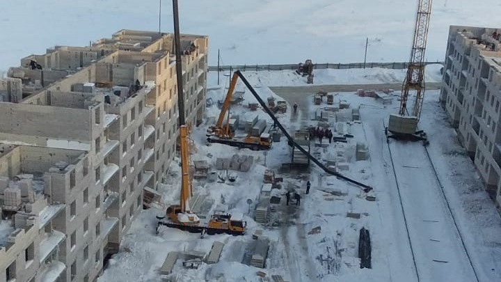 Стрела строительного крана упала на стройке в «Кошелев-проекте»
