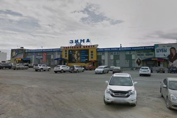 В собственности Новосибирска обнаружился торговый центр, где торгуют мехом