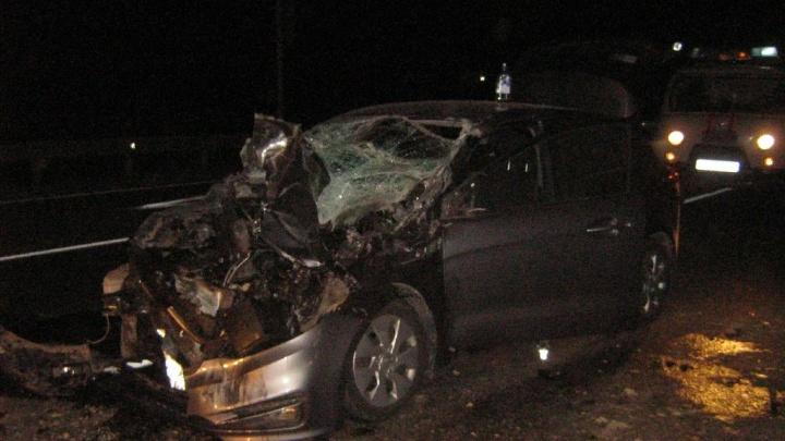 Осколки полетели на водителя: на трассе в Ярославской области иномарка столкнулась с УАЗом