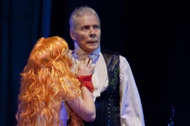 Воронинслужил в Свердловском театре драмы с 1967 года
