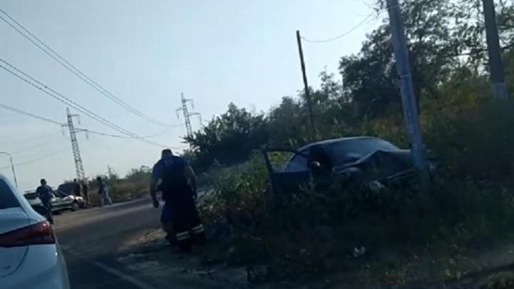 «Помогли пострадавшим и затушили траву»: на севере Волгограда столкнулись три машины