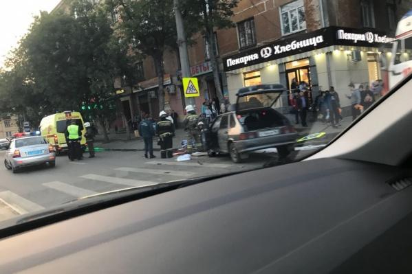 Машины столкнулись, когда Lada Kalina поворачивала с Машиностроителей в переулок Черниговский