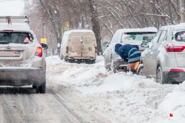 Работники служб благоустройства заверяют, что качественно убирают снег, если машины не мешают