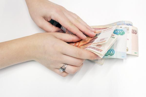 Пострадавшая передала обвиняемой в мошенничестве женщине более 37 тысяч рублей