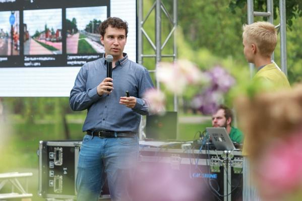 Друг Ильи Варламова, автор сайта «Веломосква» Аркадий Гершман часто бывает в разных российских городах. И предлагает властям идеи по превращению скучных общественных пространств в площадки, где хочется бывать