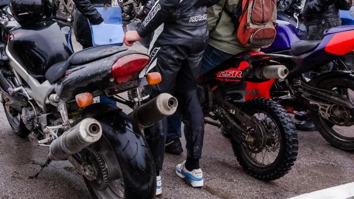 Оттаяли и погнали: на дорогах Новосибирска появились первые мотоциклисты