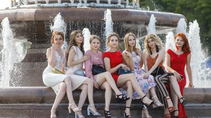 Вечером загорится белым: после ремонта за 17 миллионов открылся фонтан «Искусство» в Волгограде