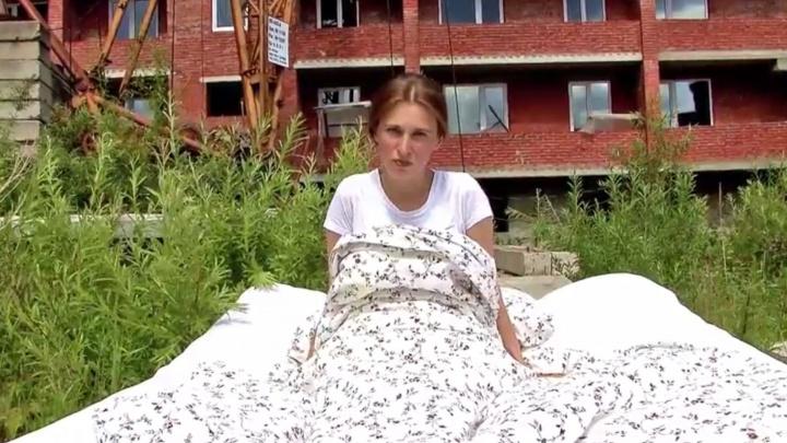 «Строители греют пузики»: автор песни «Мой Путин» сняла новый клип