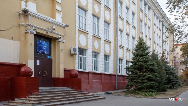 «Он снял трусы и запер в кабинете девочку»: восьмиклассник запугал детей в школе в центре Волгограда
