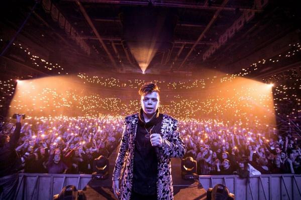 Популярный татаро-башкирский певец устроил феерическое шоу с 3D-эффектами