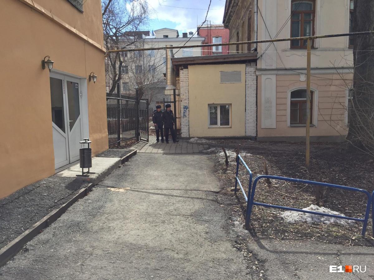 Двое с арматурой ждали во дворе: онлайн-репортаж о нападении на главреда «Областной газеты»