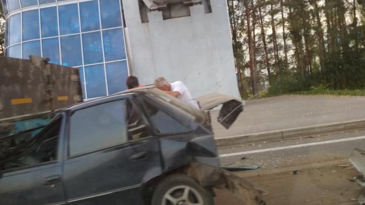 ДТП на трассе под Уфой: «Нексия» влетела под грузовик