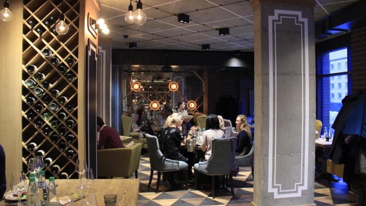 В глубине дворов на Октябрьской открылся ресторан с сигарным залом и большой коллекцией магнумов