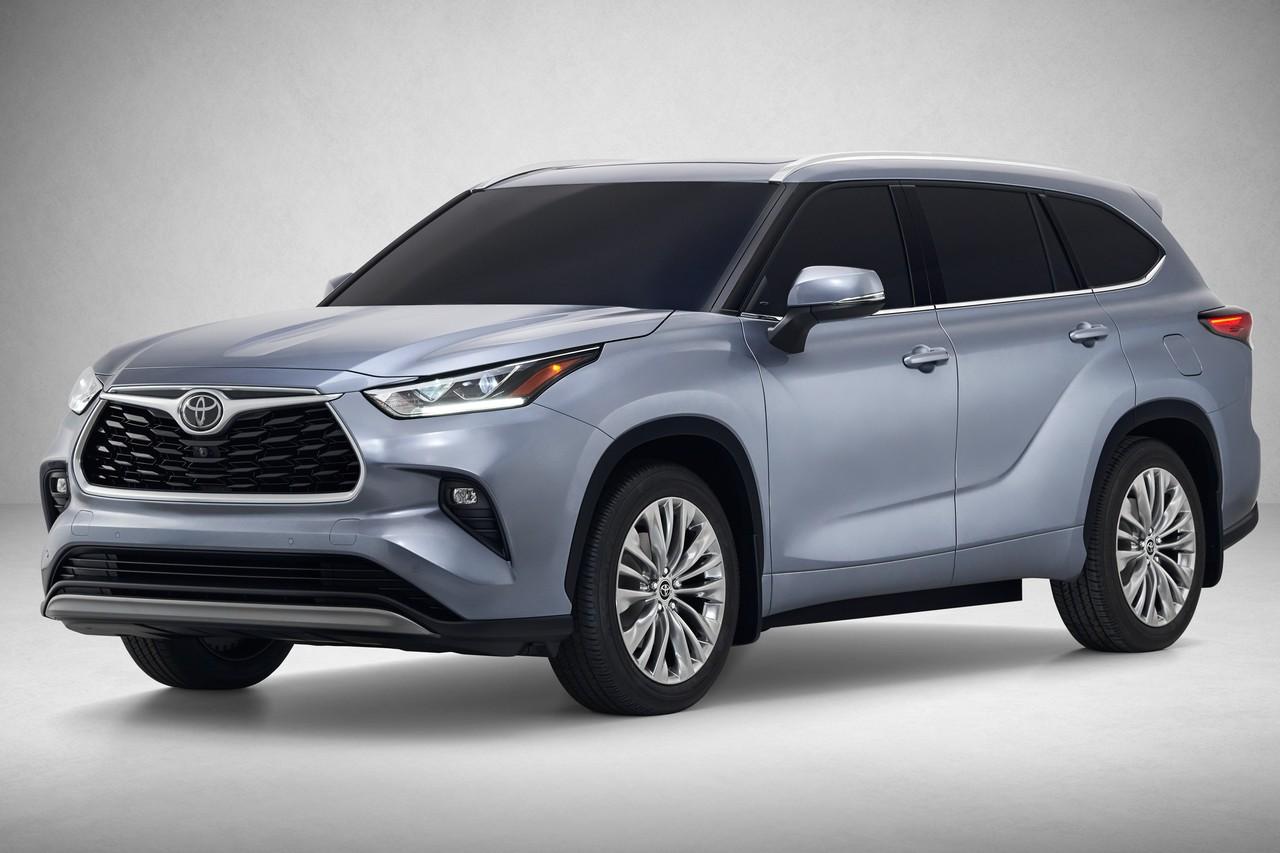 Toyota Highlander стала крупнее и получила платформу новой Camry