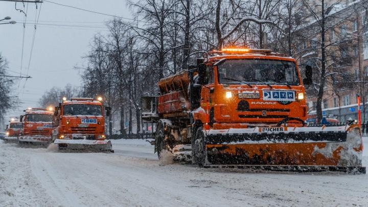 Снег прошёл, а пробки — нет.Следим за ситуацией с рекордным снегопадом в городе в режиме онлайн