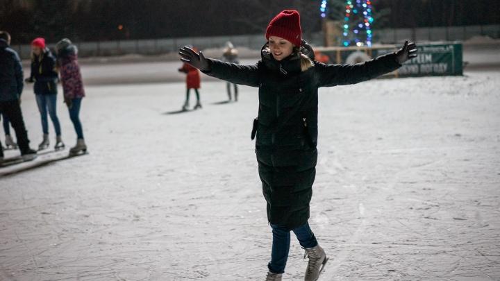 Плохой фигуристке — лед скользкий: тестируем первые открывшиеся катки в Омске