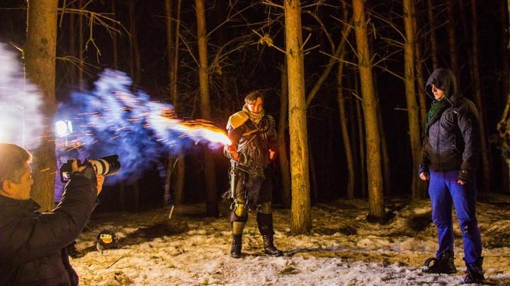 Видео: ночью в лесу на окраине Новосибирска подожгли человека
