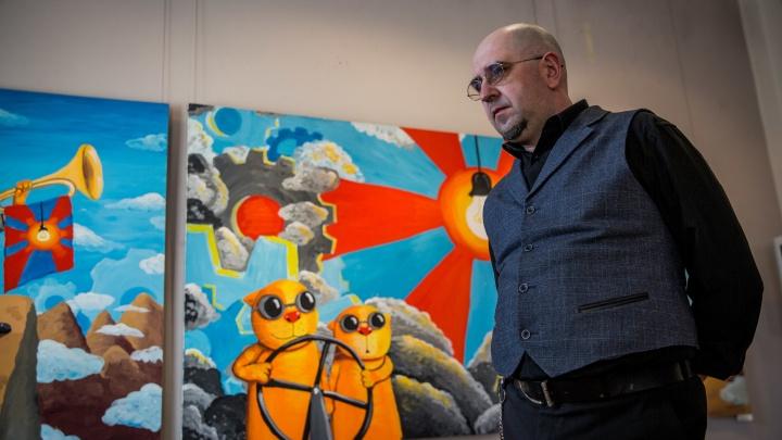 Скандальный художник привёз в Новосибирск картины с оранжевыми котами и бабушкой с топором
