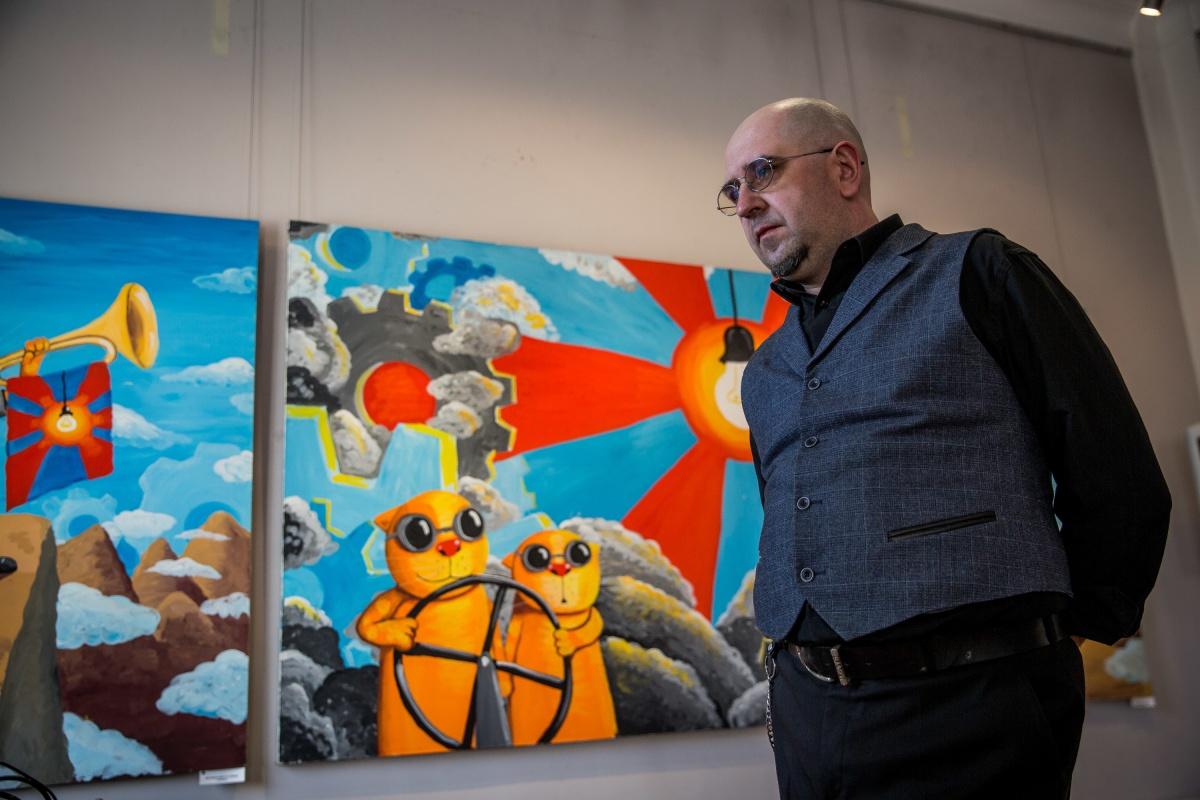 Новая выставка Васи Ложкина называется «Восход нового солнца»