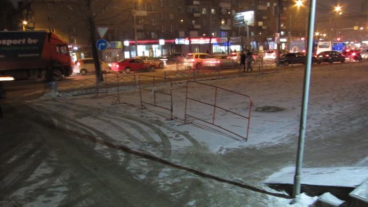 ТЦ «Калина» закрыл на ночь парковку и хочет поставить шлагбаум