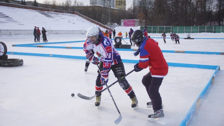 Вместо ворот — автомобильные шины: в Перми пройдет турнир по хоккею «Red Bull Шлем и Краги»