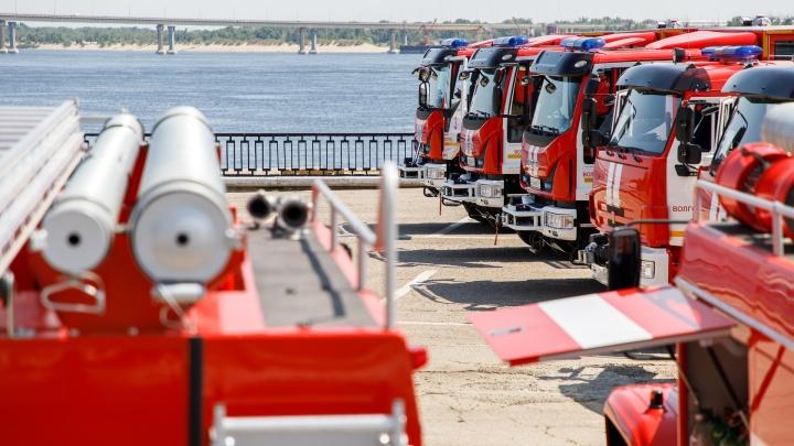 Спасателям Волгограда выдали КАМАЗы с бензопилами и генераторами